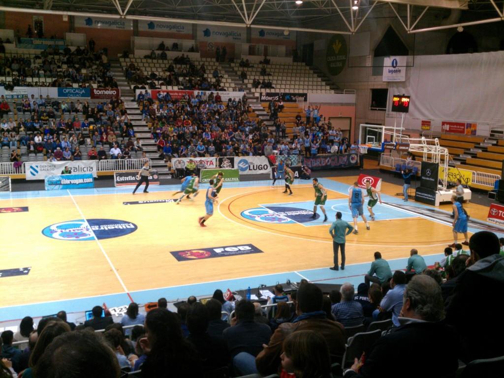 Un momento del Partido disputado entre Breogán y Peñas de Huesca